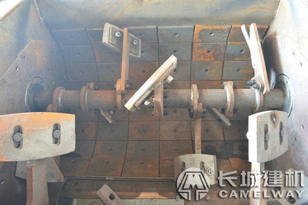 强制式混凝土搅拌机内部结构